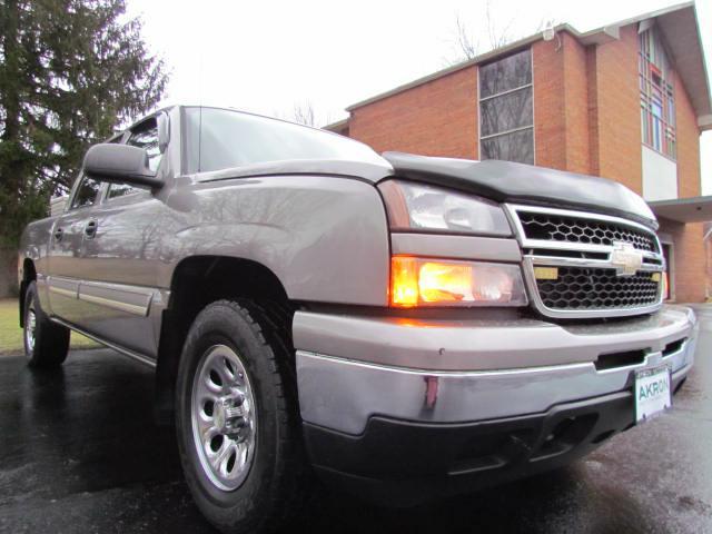 2006 CHEVROLET SILVERADO 1500 LS CREW CAB 4X4 for sale in Akron, Ohio