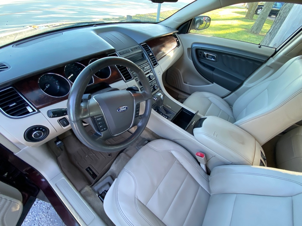 2011 FORD TAURUS SEL in Amherst