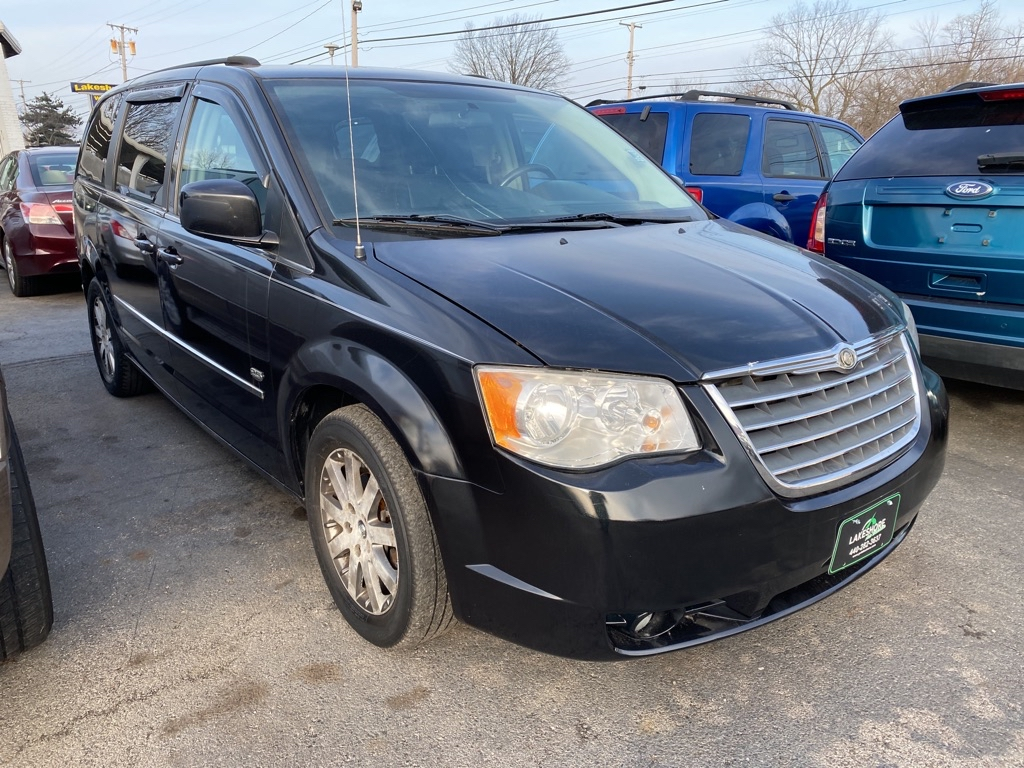 2009 CHRYSLER TOWN & COUNTRY TOURING in Amherst