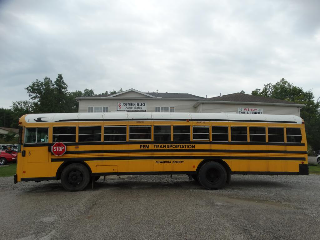 2001 BLUE BIRD SCHOOL BUS / TR