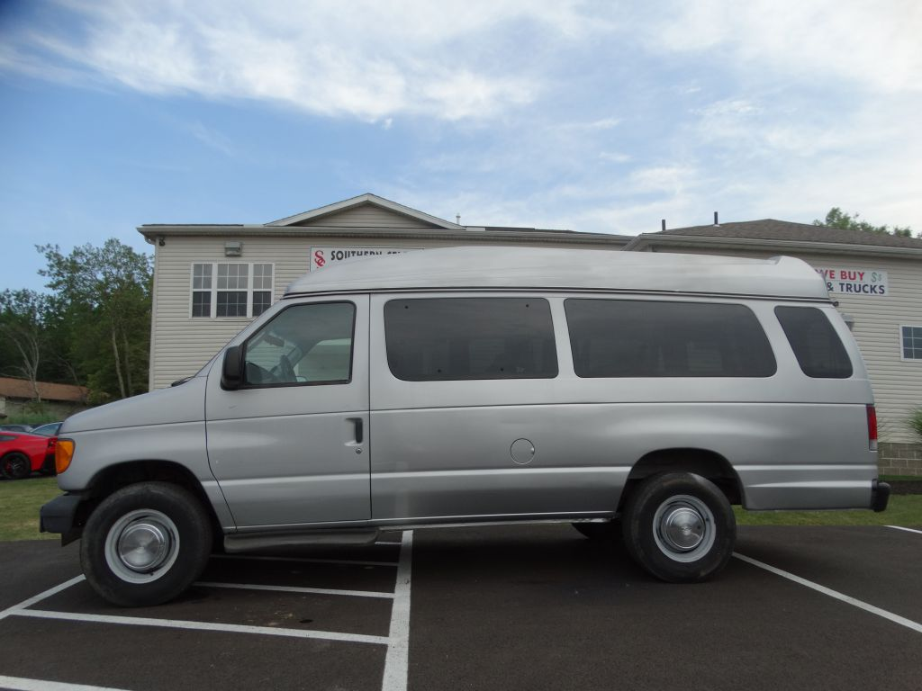 2004 FORD ECONOLINE E350 SUPER DUTY WAGON