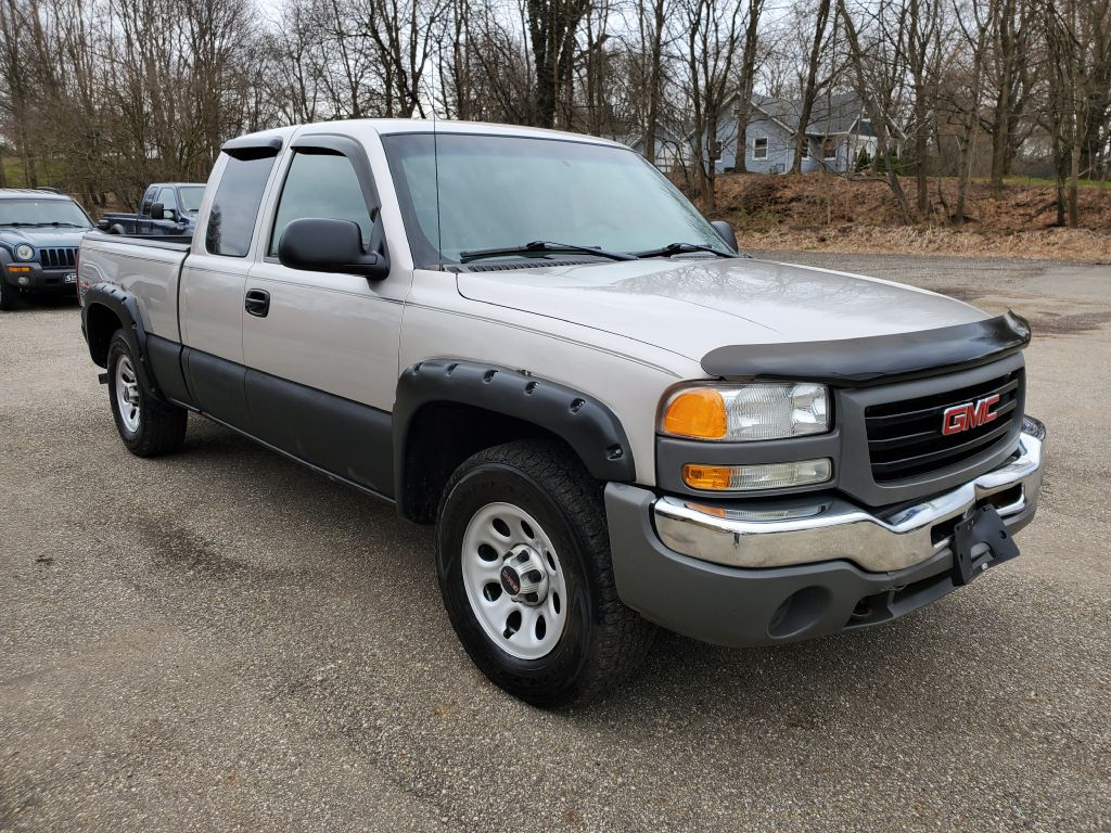 2005 GMC NEW SIERRA 1500 for sale at Stark Auto Sales