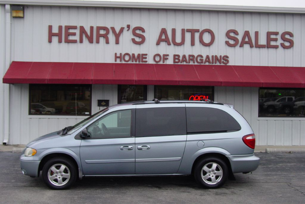 2005 DODGE GRAND CARAVAN 2D4GP44L05R389616 HENRY'S AUTO SALES