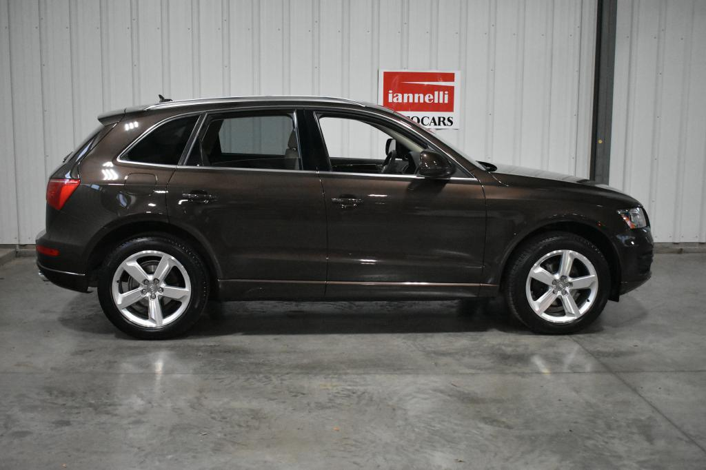 used 2011 audi q5 for sale at iannelli autocars used import car dealer in cleveland ohio. Black Bedroom Furniture Sets. Home Design Ideas