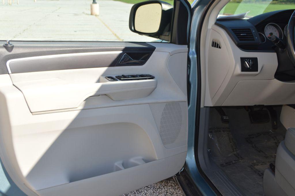 2009 VOLKSWAGEN ROUTAN S for sale at TKP Auto Sales