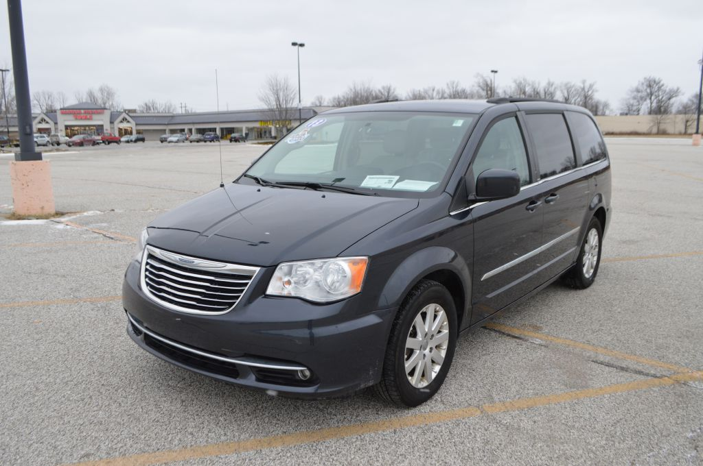 2013 CHRYSLER TOWN & COUNTRY TOURING for sale in Eastlake, Ohio