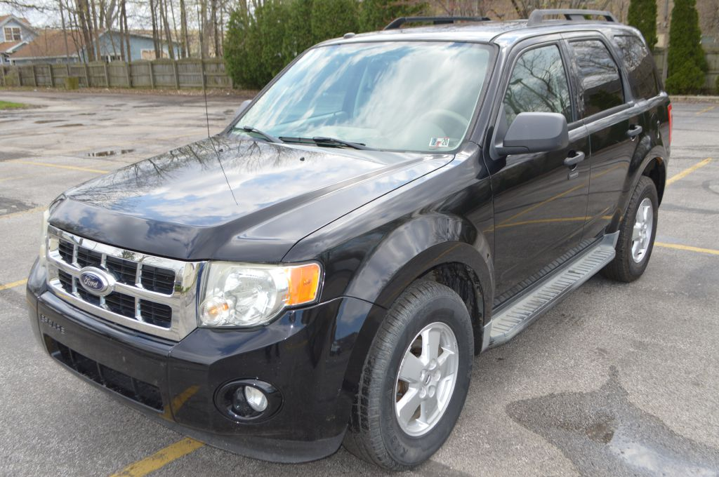 2010 FORD ESCAPE XLT for sale in Eastlake, Ohio