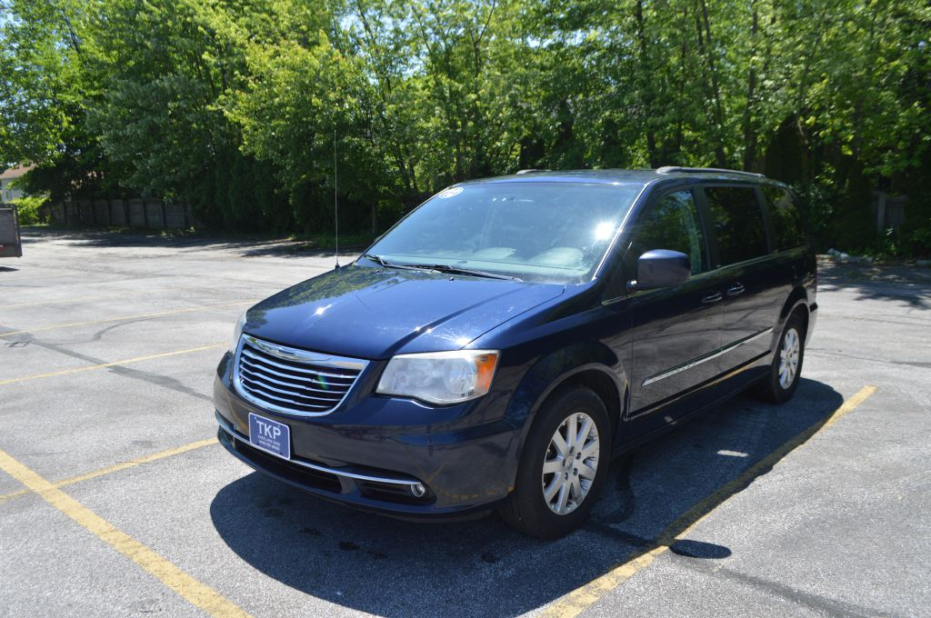 2012 CHRYSLER TOWN & COUNTRY TOURING for sale in Eastlake, Ohio