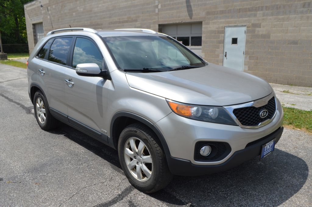 2013 KIA SORENTO LX for sale in Eastlake, Ohio