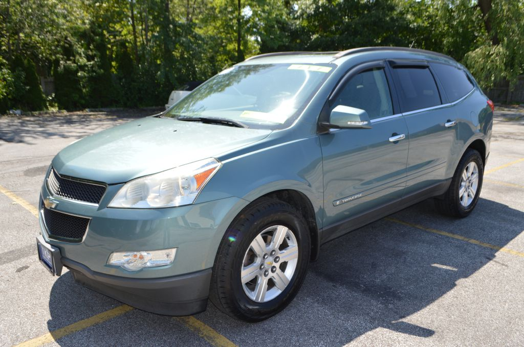 2009 CHEVROLET TRAVERSE LT for sale in Eastlake, Ohio