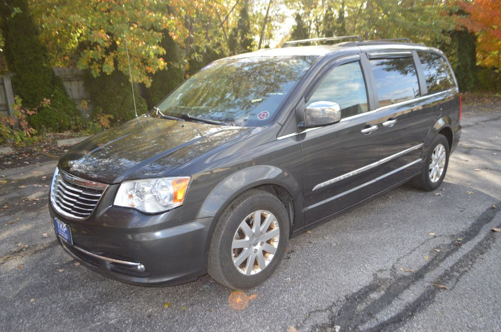 2012 CHRYSLER TOWN & COUNTRY TOURING L for sale in Eastlake, Ohio