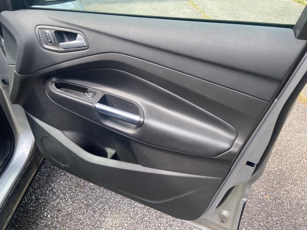 2017 FORD ESCAPE SE for sale at TKP Auto Sales