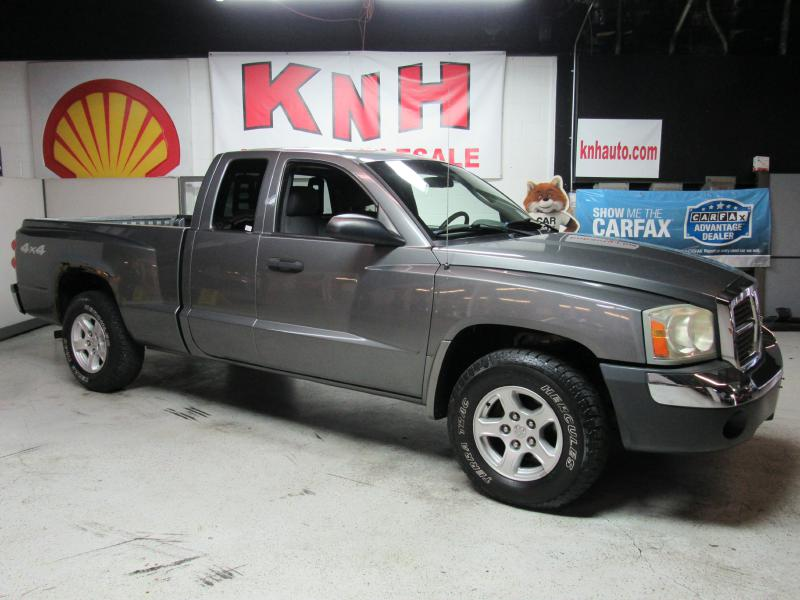 2005 DODGE DAKOTA SLT for sale at KNH Auto Sales