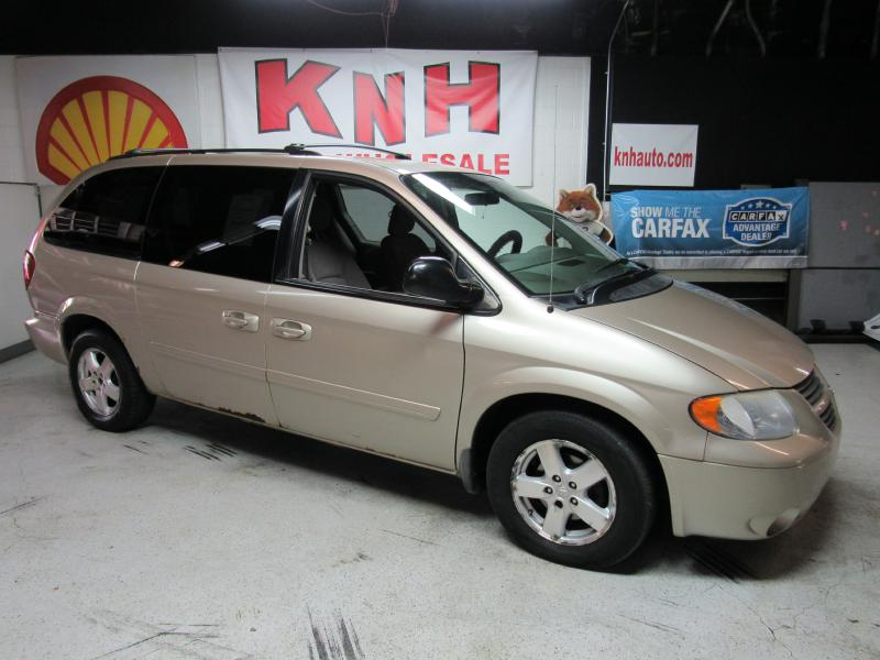 2007 DODGE GRAND CARAVAN SXT for sale at KNH Auto Sales