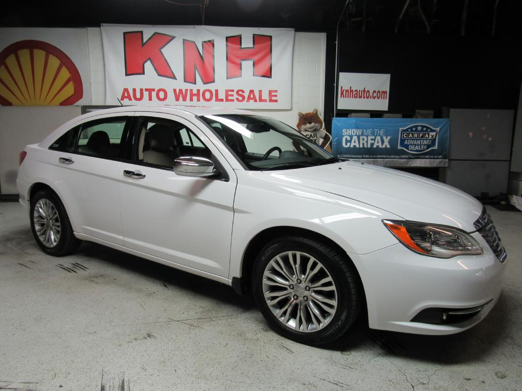 2013 CHRYSLER 200 LIMITED for sale at KNH Auto Sales