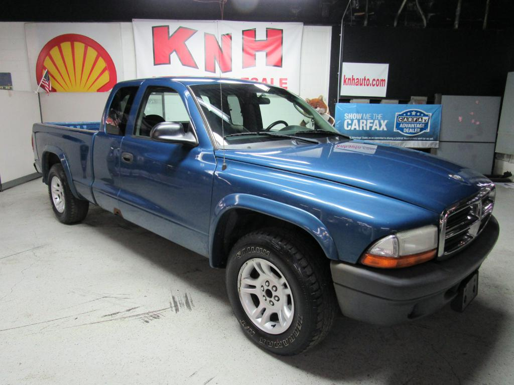 2004 DODGE DAKOTA SXT for sale at KNH Auto Sales
