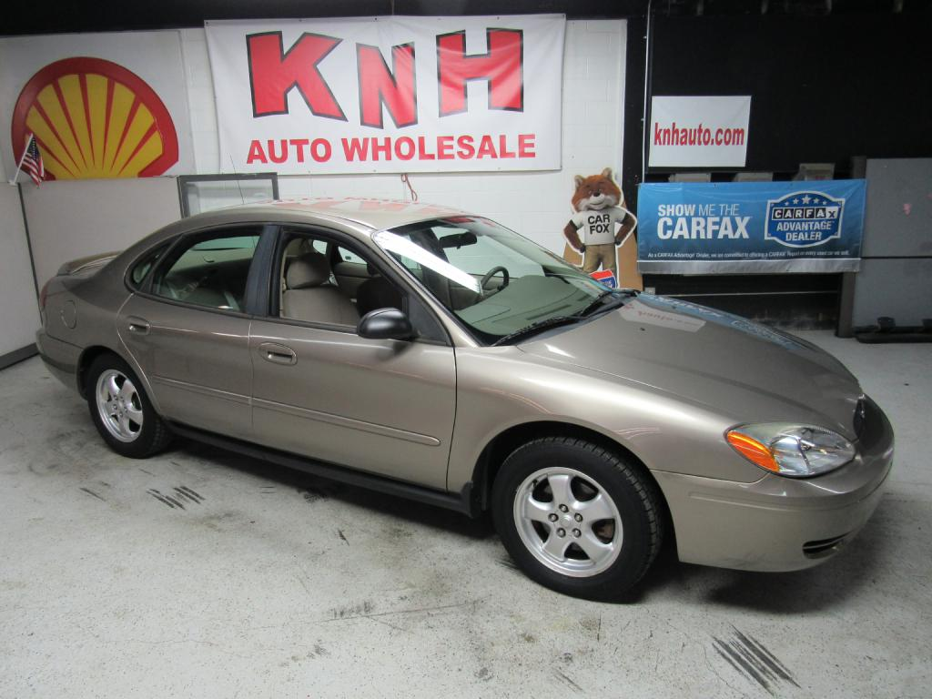 2005 FORD TAURUS SE for sale at KNH Auto Sales
