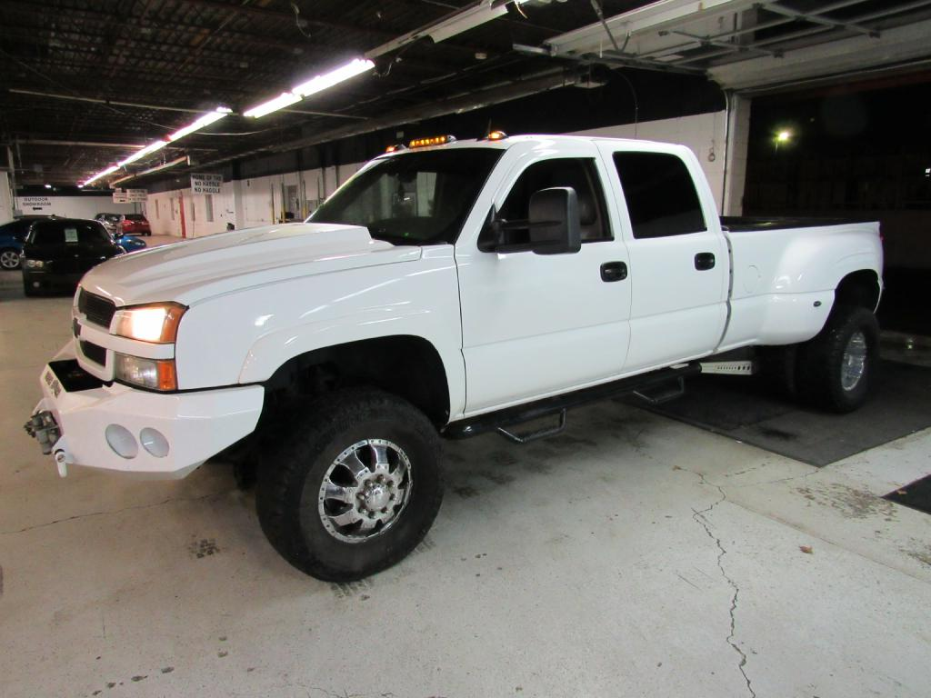 2004 CHEVROLET SILVERADO 3500  for sale at KNH Auto Sales