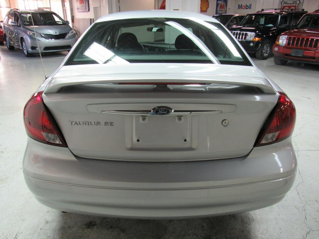 2002 FORD TAURUS SE for sale at KNH Auto Sales