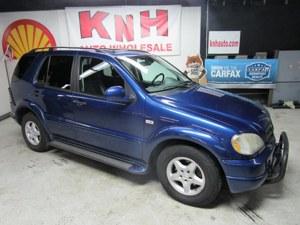 2001 MERCEDES-BENZ ML 320 for sale at KNH Auto Sales