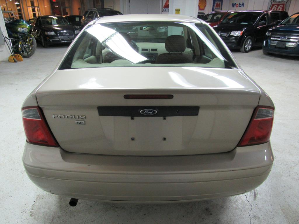 2007 FORD FOCUS ZX4 for sale at KNH Auto Sales