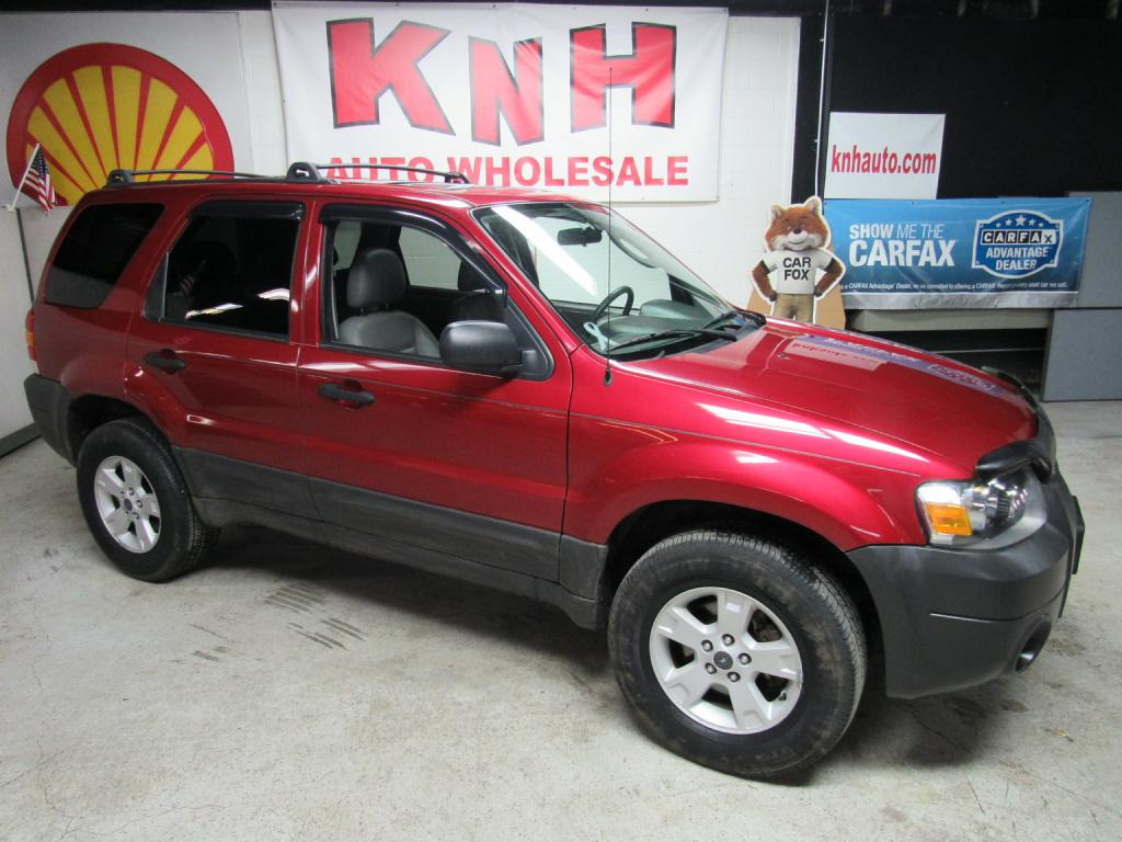 2006 FORD ESCAPE XLT for sale at KNH Auto Sales