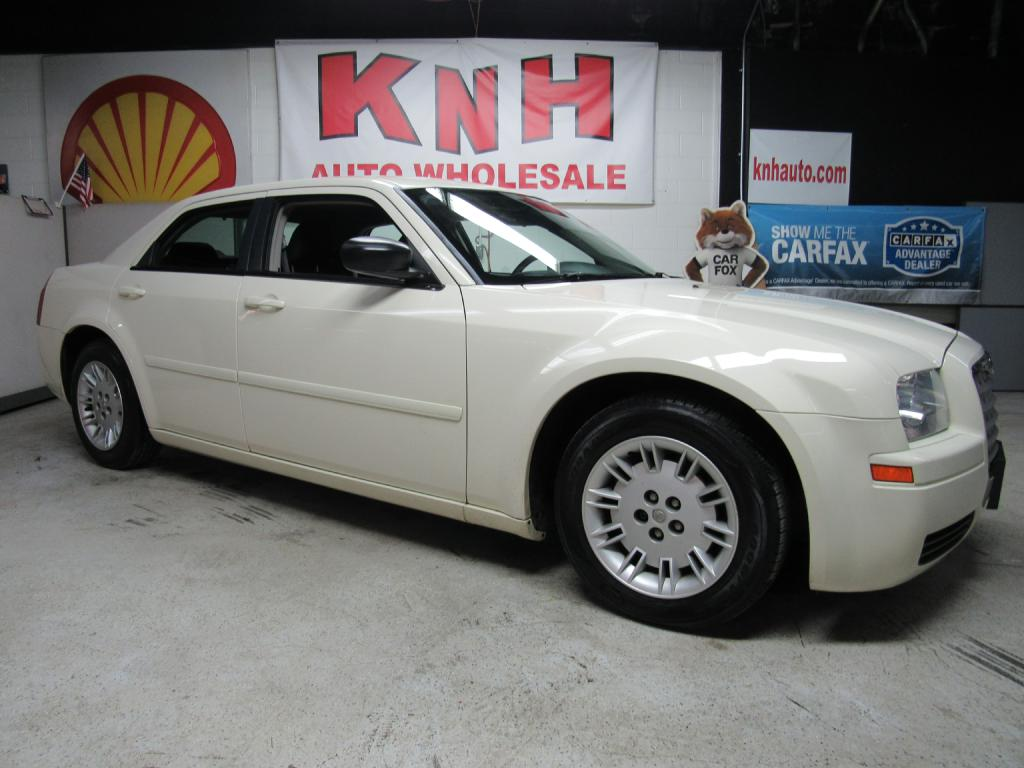 2005 CHRYSLER 300  for sale at KNH Auto Sales
