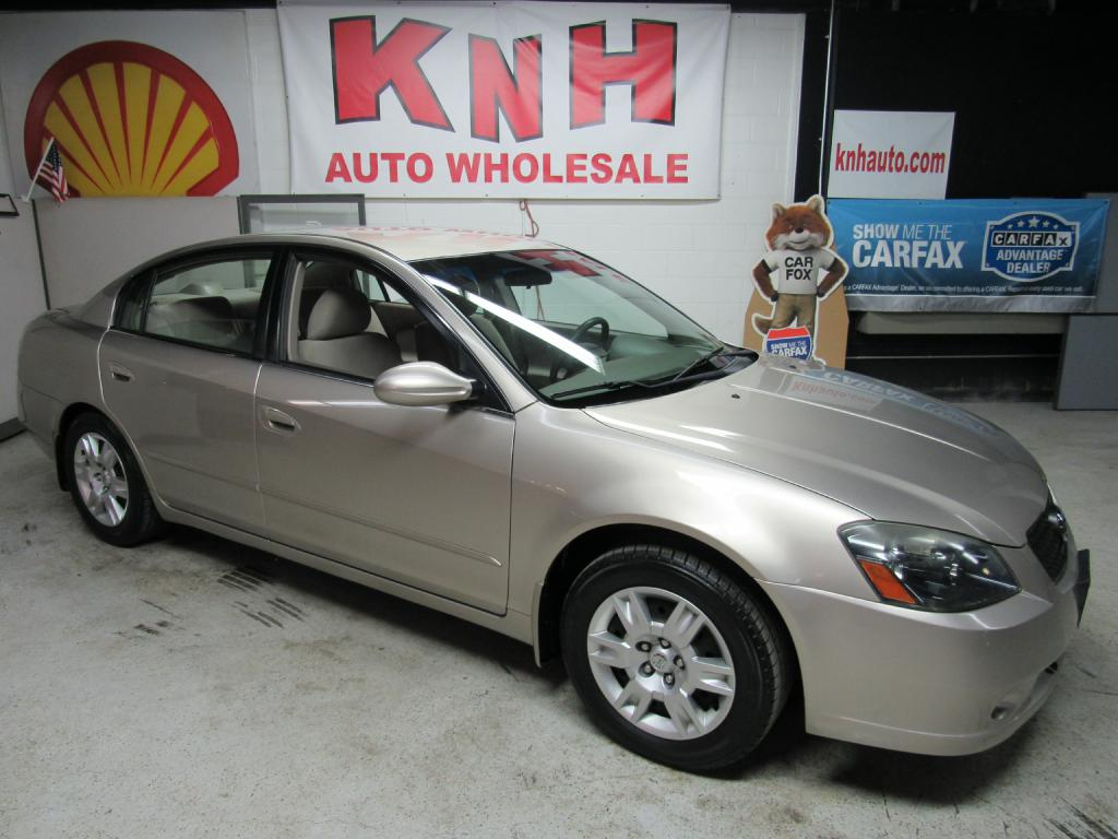 2005 NISSAN ALTIMA S for sale at KNH Auto Sales
