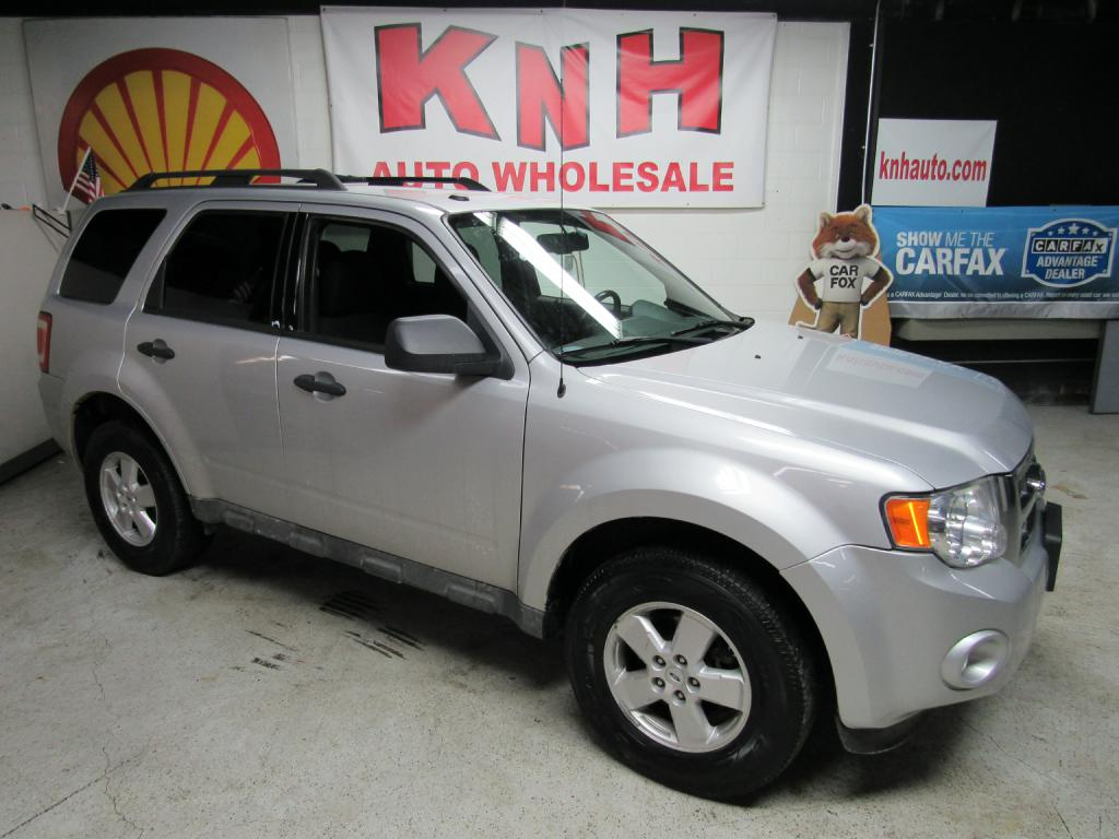 2009 FORD ESCAPE XLT for sale at KNH Auto Sales