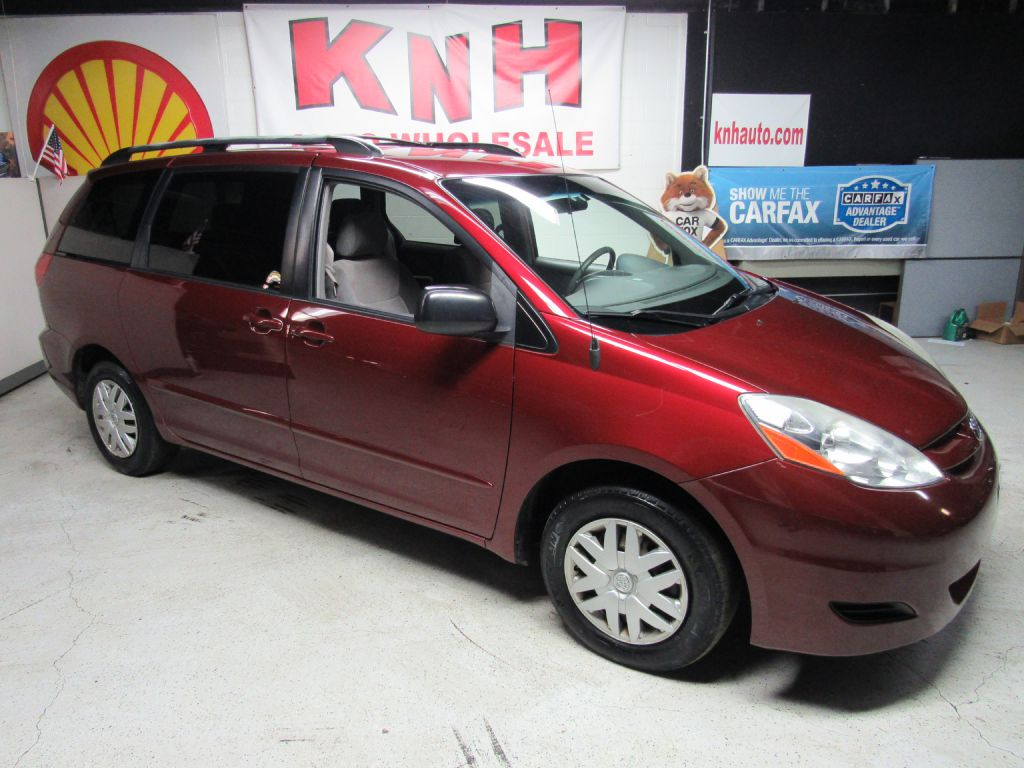 2008 TOYOTA SIENNA LE for sale at KNH Auto Sales