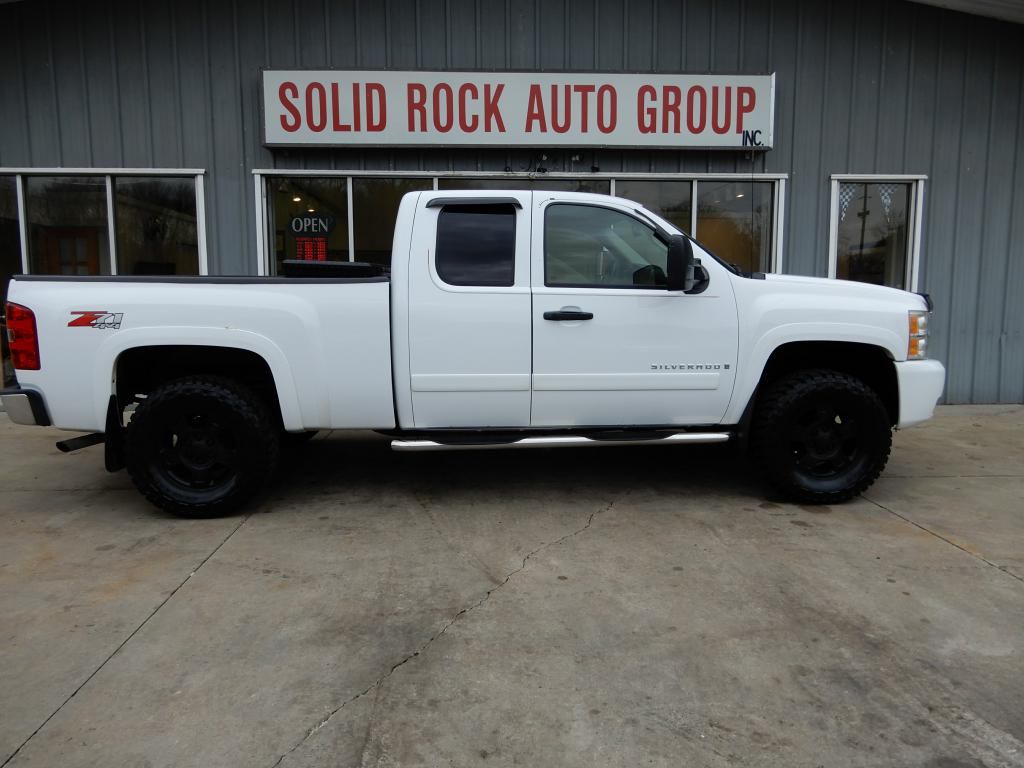 2007 CHEVROLET SILVERADO 1500 EXT CAB 4x4 LIFTED for sale at Solid Rock Auto Group