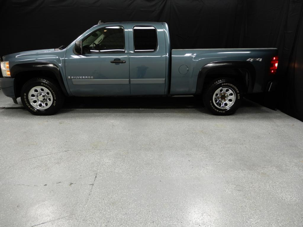 2008 CHEVROLET SILVERADO 1500 EXT CAB LT 4X4 for sale at Solid Rock Auto Group