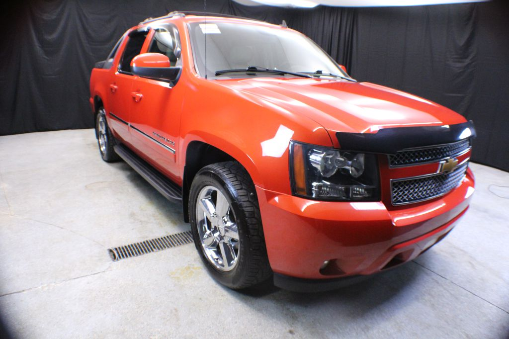 2011 CHEVROLET AVALANCHE LTZ for sale in Garrettsville, Ohio