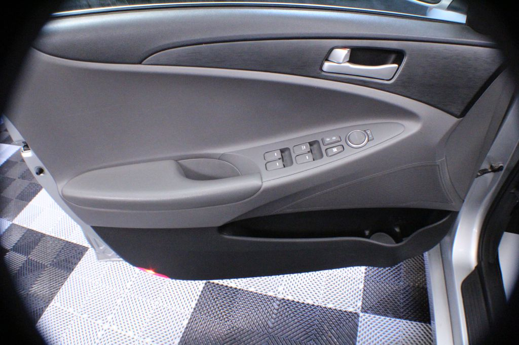 2013 HYUNDAI SONATA GLS for sale at Solid Rock Auto Group