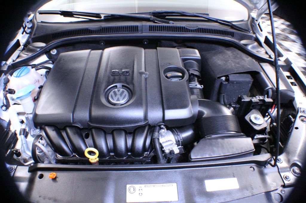 2013 VOLKSWAGEN JETTA SE for sale at Solid Rock Auto Group