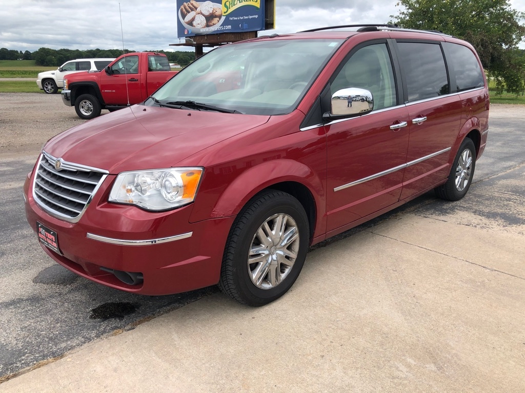 2008 CHRYSLER TOWN & COUNTRY  Footers Auto Sales Wever IA