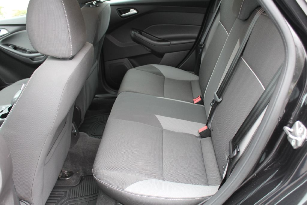 2013 FORD FOCUS SE SE for sale at Summit Motorcars