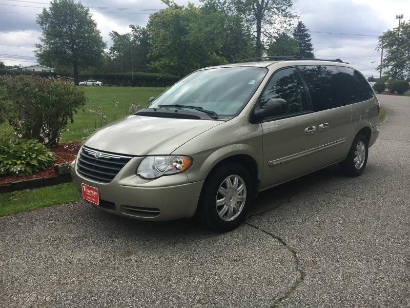 2005 Chrysler Town & Country for sale at Towpath Motors | Used Car Dealer in Peninsula Ohio