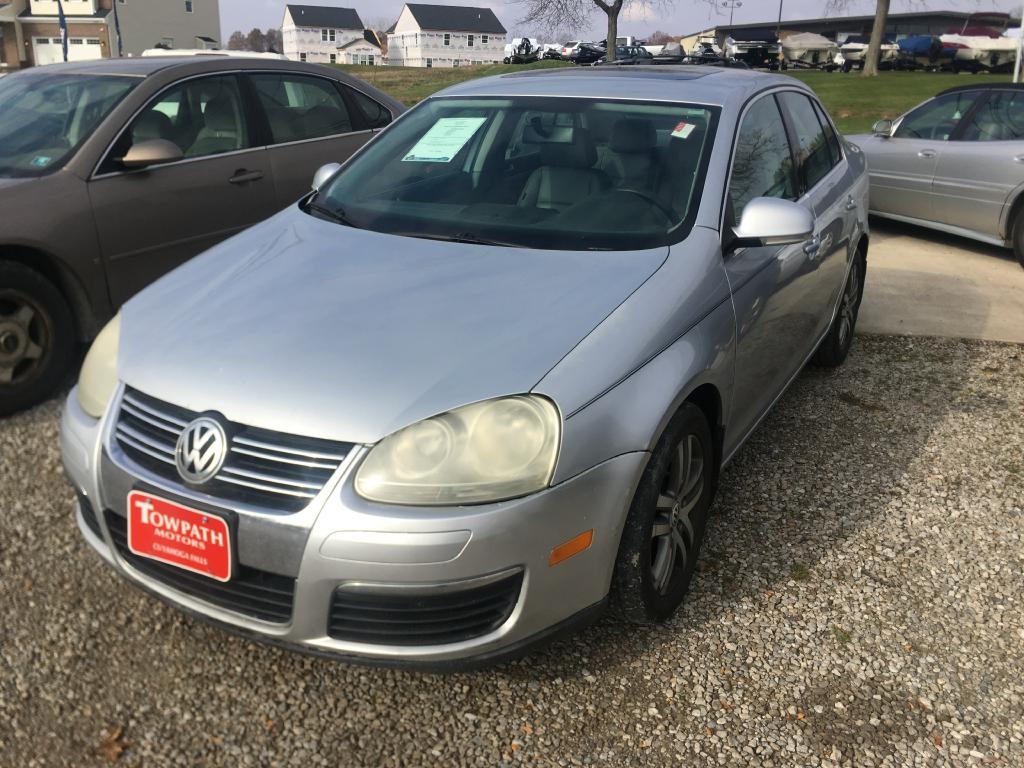 2006 Volkswagen Jetta for sale at Towpath Motors | Used Car Dealer in Peninsula Ohio