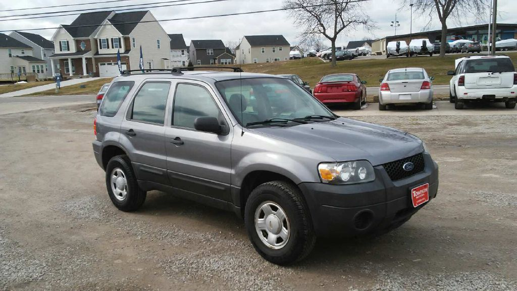 2007 Ford Escape for sale at Towpath Motors | Used Car Dealer in Peninsula Ohio