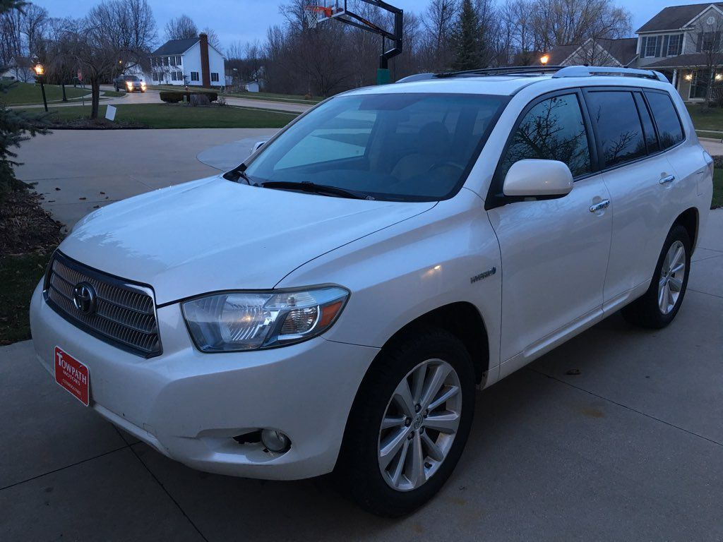 2009 Toyota Highlander for sale at Towpath Motors | Used Car Dealer in Peninsula Ohio