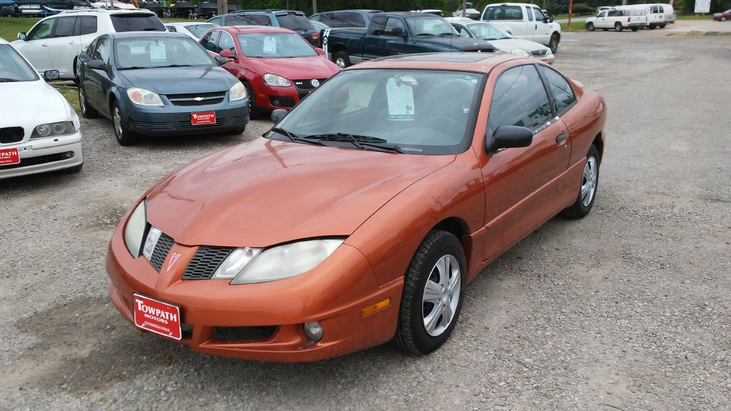 2004 Pontiac Sunfire for sale at Towpath Motors | Used Car Dealer in Peninsula Ohio