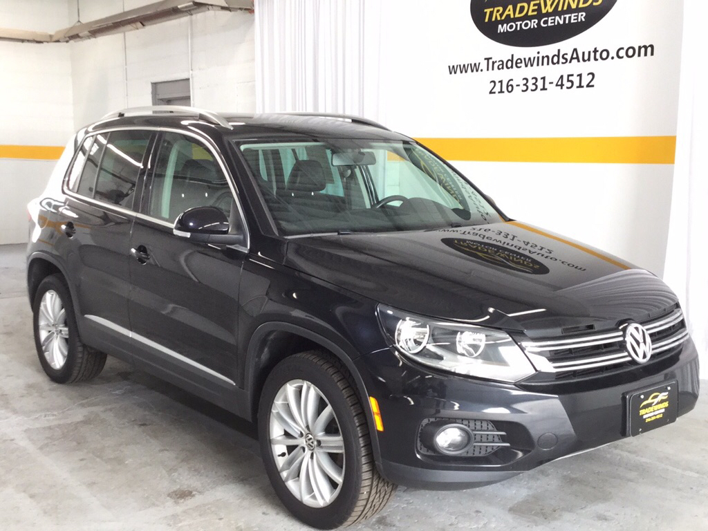 2013 VOLKSWAGEN TIGUAN SE for sale at Tradewinds Motor Center