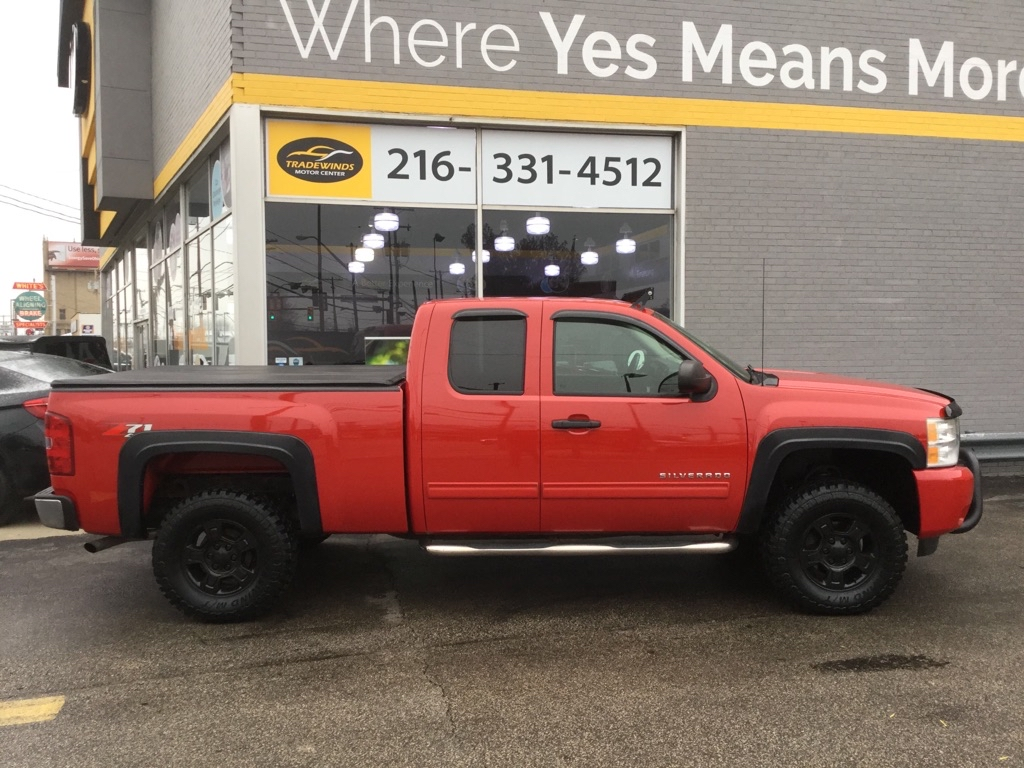 2011 CHEVROLET SILVERADO 1500 LT LIFTED for sale at Tradewinds Motor Center