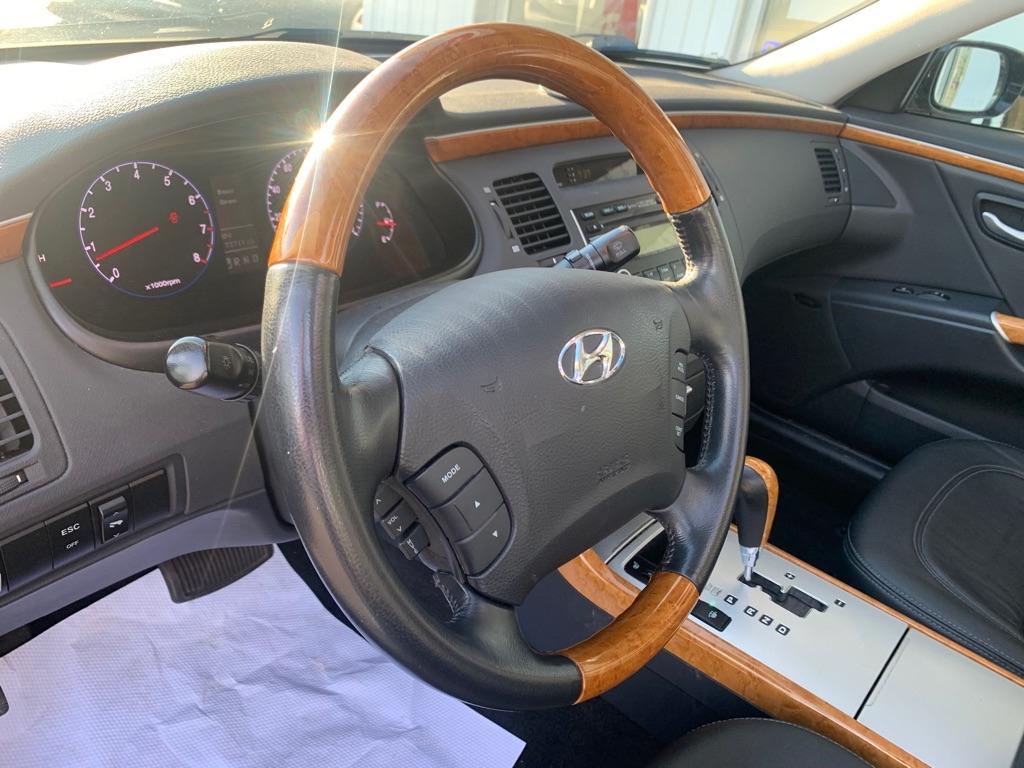 2007 HYUNDAI AZERA SE for sale at Stewart Auto Group