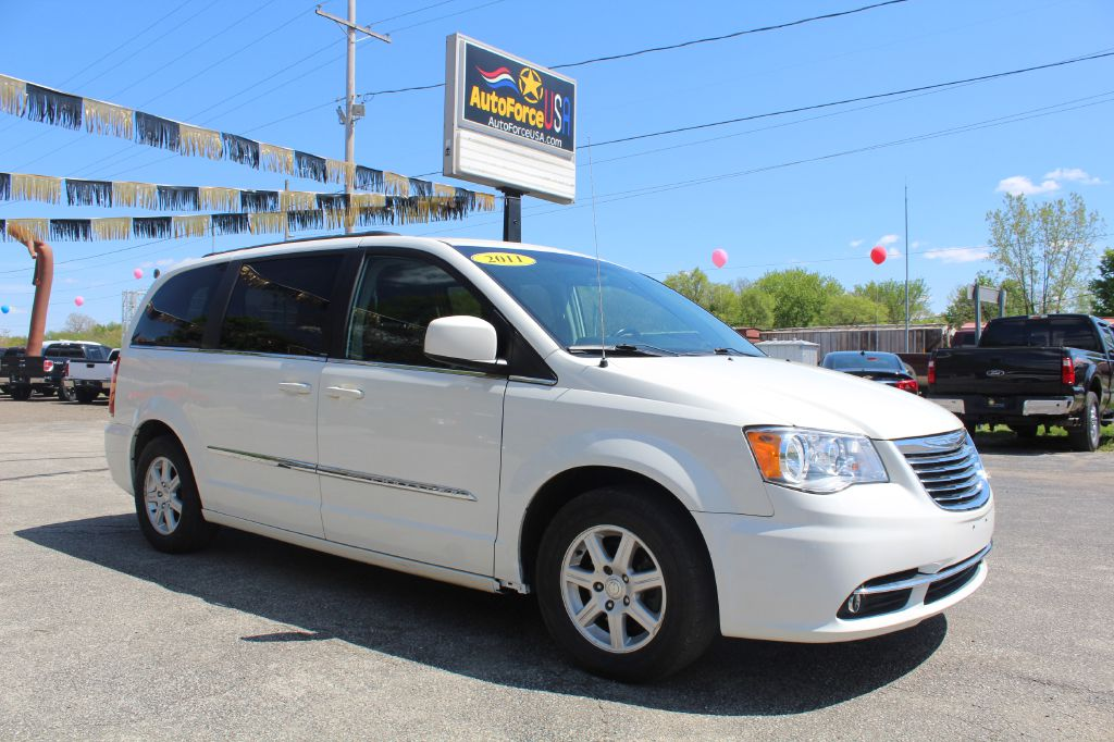 Chrysler Town & Country 2011 for Sale in Elkhart, IN