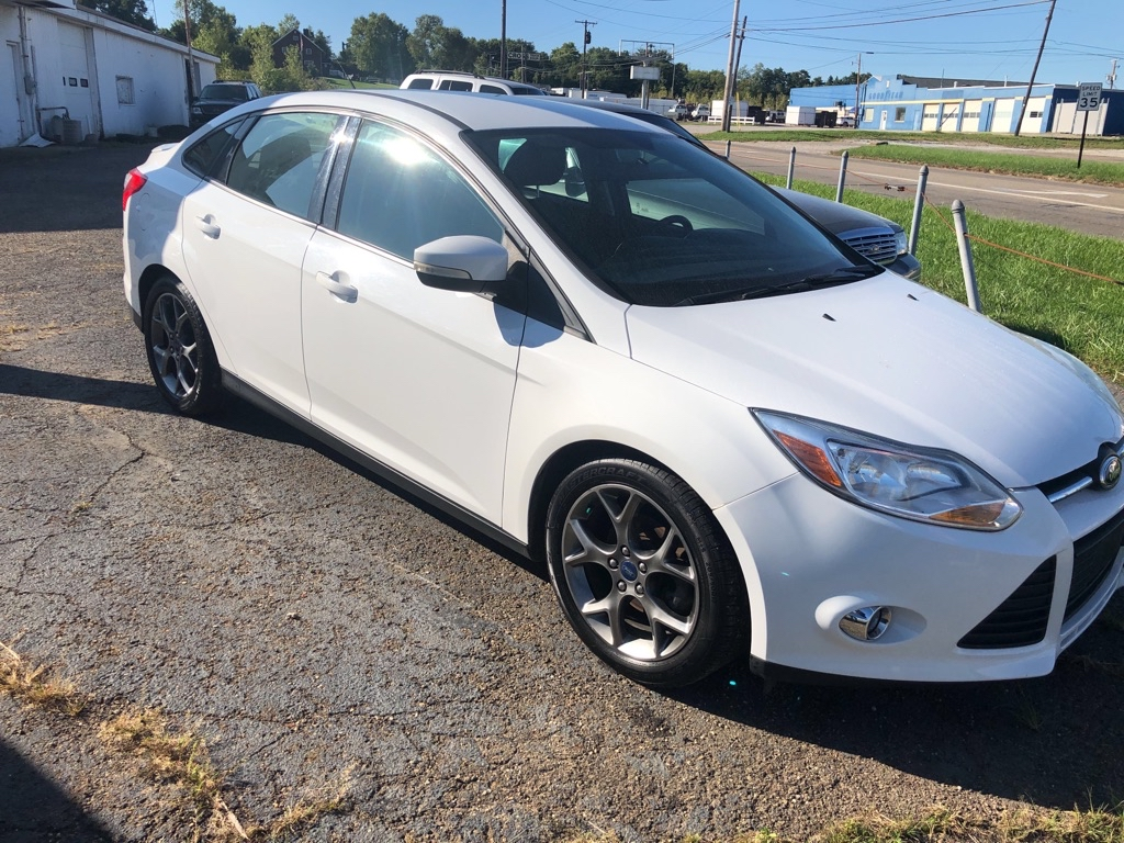 2014 FORD FOCUS SE for sale at Elite Auto and Truck Sales