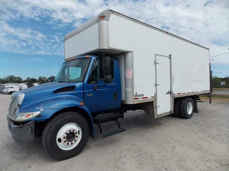 BOX TRUCK-INTERNATIONAL-4300