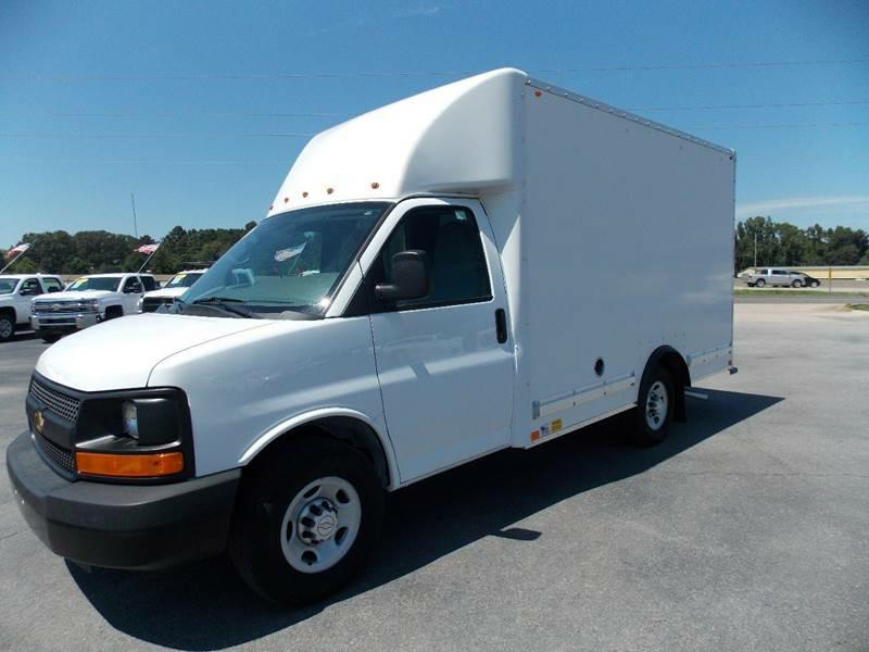 BOX TRUCK-CHEVROLET-3500 EXPRESS