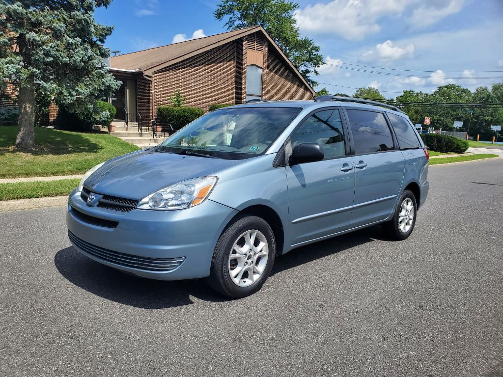 2005 TOYOTA SIENNA LE for sale at BH Automotive